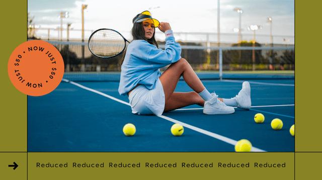 GoDaddy Studio-sjabloonvrouw op tennisbaan met tennisracket