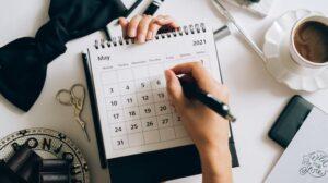 Vrouw schrijven in kalender