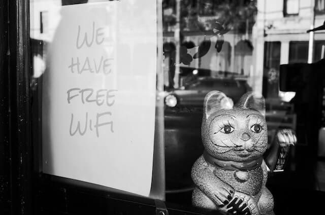 Gratis wifi bord met kattenbeeld