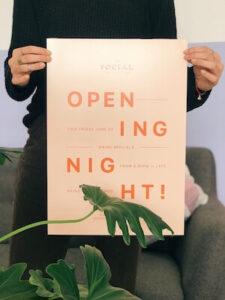 Openingsavondposter gemaakt met GoDaddy Studio