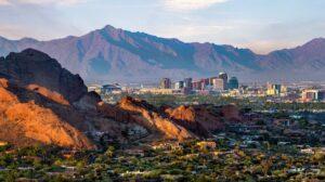 Uitzicht op Phoenix met bergen